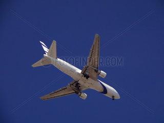 El Al Boeing B767ER im Landeanflug auf den Flughafen von Tel Aviv