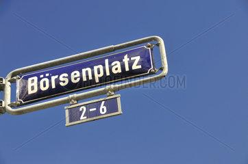 Strassenschild Boersenplatz im Frankfurter Bankenviertel