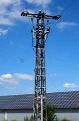 Solaranlage mit Strommast