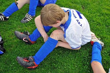 Junge und Fussballverletzung