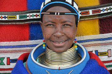 Suedafrika: Ndebele Frau