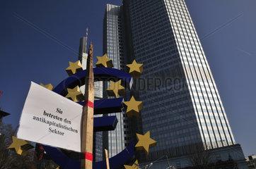 Transparent der Occupy-Bewegung vor EZB in Frankfurt