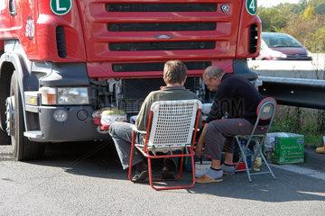 Slowakische LKW-Fahrer bei der Rast