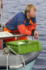 Fischer auf seinem Boot  Fehmarn