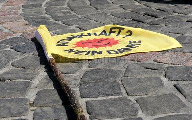 Fahne von Atomkraftgegner mit dem bekannten Slogan Atomkraft? - Nein  Danke!
