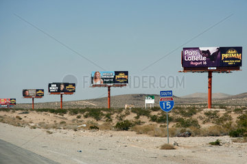 Las Vegas  USA  Werbeschilder an der I15