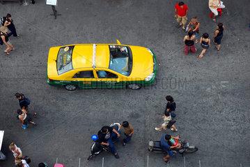 Die Khao San Road in der thailaendischen Hauptstadt Bangkok