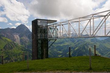 Geo-Aussichtsplattform am Wallmendingerhorn  Kleinwalsertal  Allgaeuer Alpen  Vorarlberg.