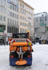 Schneepflug am Marienplatz Muenchen