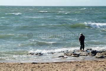 Bretagne - Angler am Meer