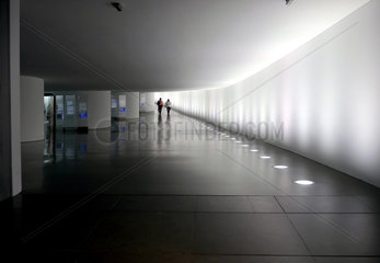 Bundestag  Tunnel zwischen Paul-Loebe-Haus und Reichstagsgebaeude  Berlin