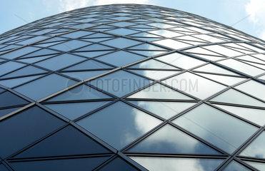 Glassfassade des Swiss Re Hochhaus Gurke in London