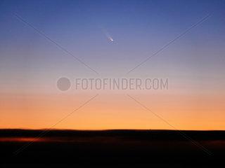 Komet C/2006 P1 McNaught am Abendhimmel ueber dem Atlantik