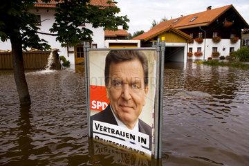 Wahlkampf im Hochwasser