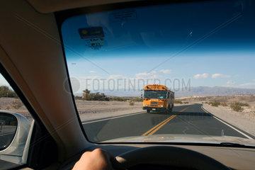 Ein Schulbus im Death Valley