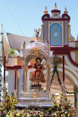 Sevilla  Spanien  Skulptur eines Jesus-Kindes auf einem Prozessionswagen