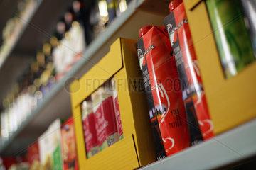 Italienischer Rotwein im Tetra-Pak