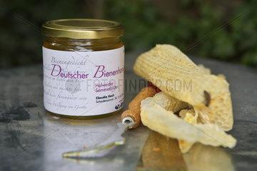 Holweider Sommerblueten. Bienenhonig aus eigener Herstellung