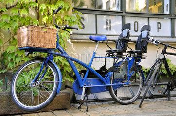 Fahrrad mit zwei Kindersitzen