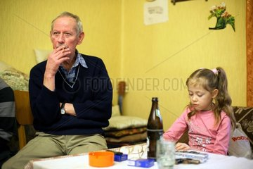 Ehemaliger Bergmann mit seiner Enkelin in Dortmund