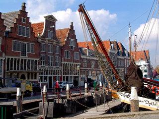 Niederlande. Hist. Kontorhaeuser am Binnenhafen von Hoorn