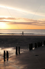 Sonnenuntergang an der belgischen Nordseekueste in Knokke-Heist
