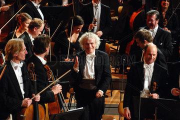 Sir Simon Rattle dirigiert die Berliner Philharmoniker