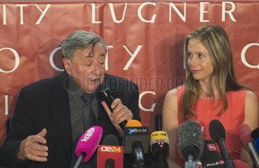 Richard Lugner und Mira Sorvino