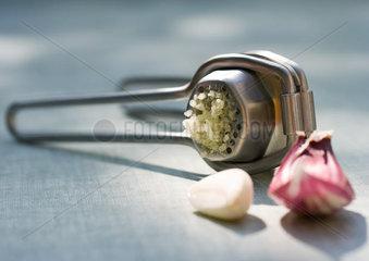 Garlic press and pink garlic
