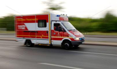 Berlin  Rettungswagen der Feuerwehr