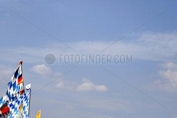 Himmer mit bayrischer Fahne