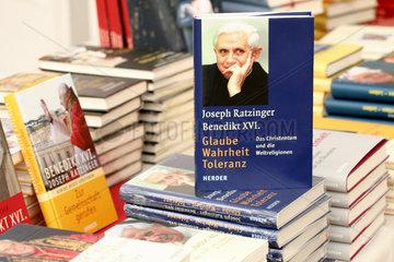 Buecher von und ueber Papst Benedikt XVI.
