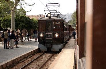 Mallorca  Fahrt mit dem Bummmelzug von Soller nach Palma Stadt
