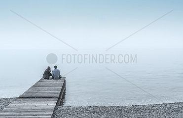 Paar auf einem Steg
