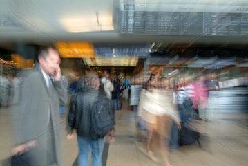 Stuttgart  geschaeftiges Treiben auf dem Flughafen Stuttgart