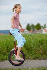 Berlin  Maedchen auf einem Einrad