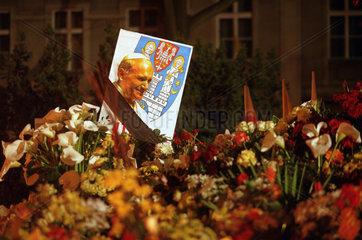 Papstportrait mit Trauerflor  Polen