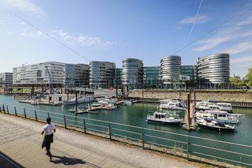 Buerogebaeude Five Boats im Innenhafen Duisburg  Ruhrgebiet  Nordrhein-Westfalen  Deutschland
