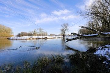 Sonnige Winterlandschaft an der Lippe  Datteln  Ruhrgebiet  Nordrhein-Westfalen  Deutschland