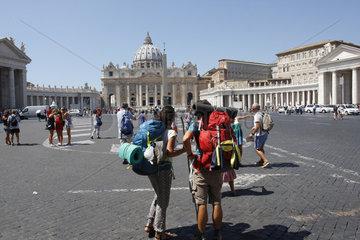 Pilger Paar auf dem Petersplatz