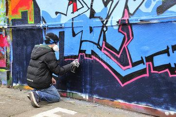 Elfjaehriger Graffitimaler  Koeln  Nordrhein-Westfalen