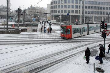 Strassenkreuzung mit Strassenbahn