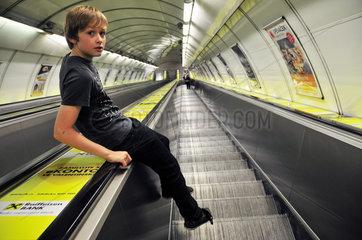 Rolltreppe zur Metro in Prag