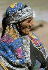 Portraet einer iranischen Kurdin