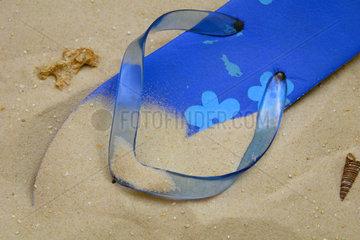 Badelatschen am Sandstrand