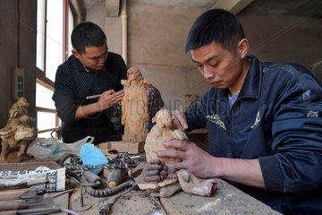 CHINA-JIANGXI-ECONOMY-WOOD CARVINGS (CN)