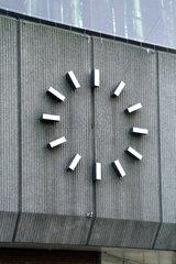 Zeigerlose Uhr in Hamburg-Eimsbuettel