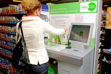 Bestell-Terminal der Europa Apotheek im DM-Markt