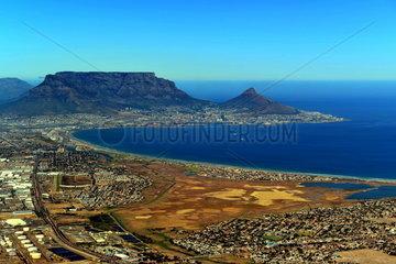 Blick auf Kapstadt mit Tafelberg und Lions Head