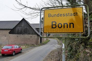 Ortsschild Bundesstadt Bonn und Bauernhof